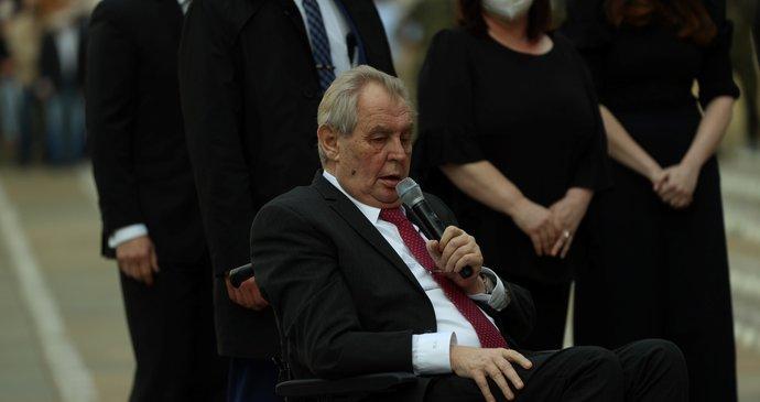 Senátoři chtějí sesadit Zemana: Není schopný vykonávat funkci prezidenta, tvrdí