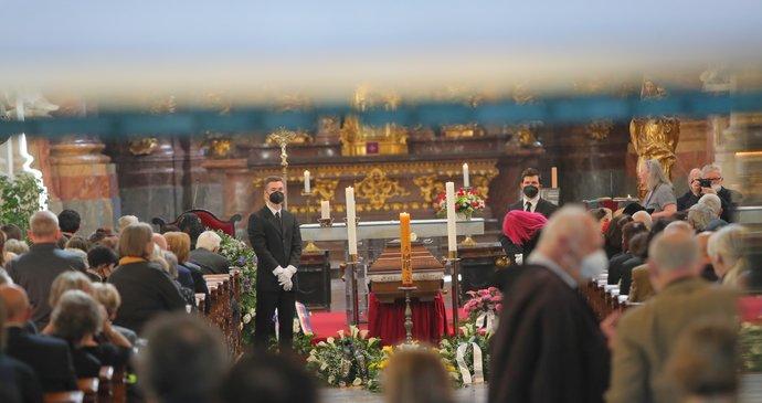 Dojemný pohřeb socioložky a disidentky Jiřiny Šiklové (†85): Poslední sbohem přišli dát Schwarzenberg i Sommerová