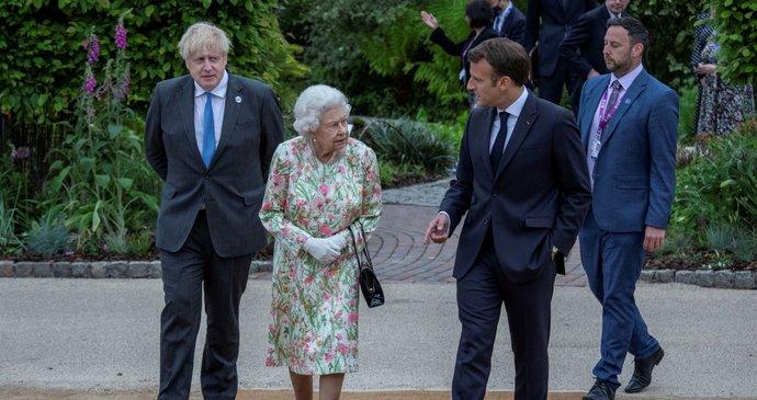 Sommet du G7: De gauche à droite Boris Johnson, la reine Elizabeth II.  et le Premier ministre français Emmanuel Macron (11 juin 2021)