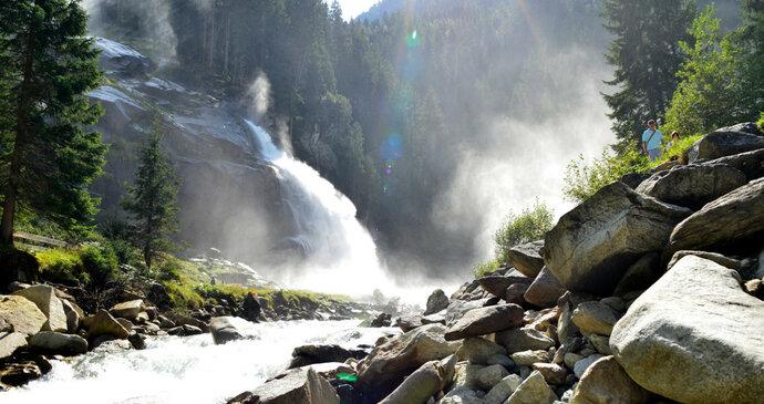 Nespoutané léčivé vodopády nebo meditace v klášteře, tady chcete dobít energii