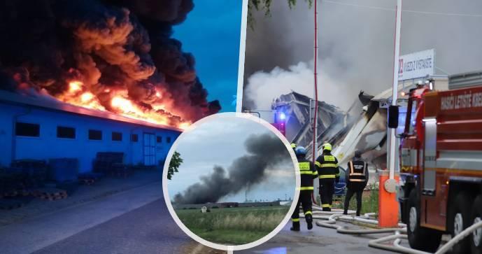 V Letňanech hořela vstupní hala výstaviště: Část budovy se zřítila
