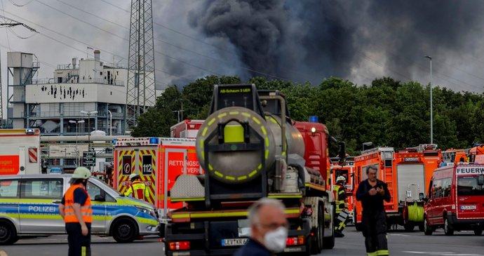 Výbuch chemičky: 5 pohřešovaných se už zřejmě nepodaří najít. Co stálo za tragédií v Porýní?l