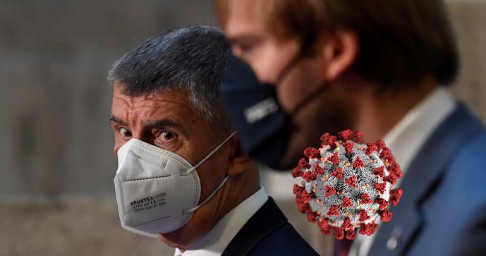 Koronavirus ONLINE: Lékaři můžou ordinovat roušku místo respirátoru. A Francie zčervenala
