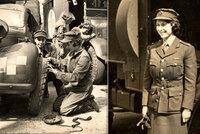 Exkluzivní FOTO: Královna Alžběta II. byla vojanda!