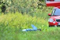 Děsivá tragédie na Plzeňsku: Senior na vozíčku uhořel při pálení trávy