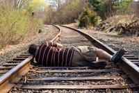 Sebevrah smolař: Sedl si na slepou kolej, kam vlaky nejezdí