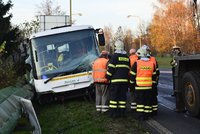 Další nehoda autobusu s dětmi: Na místě je jeden mrtvý