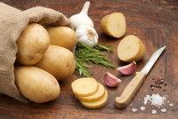 Nebezpečné staré brambory? Nahnilé vyhoďte, klíčky stačí vykrojit