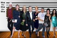 V řadě za sebou celebrity jdou... Podívejte se, kolik měří slavné tváře!