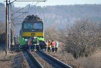 Smrtelná nehoda na železnici: Poblíž Klánovic srazil rychlík člověka. Vlaky jsou odkloněny
