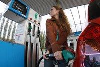 Benzin i nafta před prázdninami zdražuje. Ceny pokořily 30 korun za litr