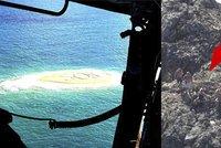 Jako ve filmu! Pět trosečníků zachránilo před smrtí obří SOS v písku