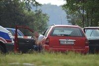 Otřesné: Holčička se 8 hodin dusila zamčená v autě! Zapomněl ji tam otec