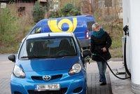Při tankování se prohneme: Stoupají ceny benzinu i nafty