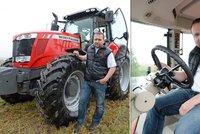 Ministr traktorista: Jurečka usedl do mašiny za 3 miliony!