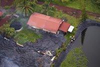 Foto dne: Smrtící láva se zastavila na prahu domu!