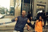 Čech v Sydney: Vysmátá fotka před přepadenou kavárnou! Galerie idiotských selfie