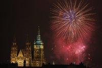 Tradiční ohňostroj stál 1,2 milionu: Novoroční nádhera rozzářila Prahu!