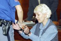 18 let od zatčení dvou bestií: Znásilněná Stodolová mučila stařečky, Stodola ji u výslechu prásknul