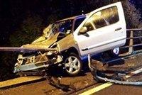 Dva lidé zemřeli při autonehodě na Ústecku: Osobní automobil se srazil s nákladním