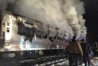 V New Yorku havaroval vlak: Srazil se sautem a začal hořet!