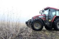 Seniora na Žďársku přimáčkl traktor: Byl na místě mrtvý