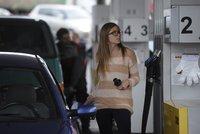Benzin a nafta dál zdražují. Kde natankujete nejlevněji?