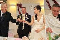 Perný den těhotné Alex: První fotky ze svatební hostiny s Mynářem!
