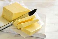 """Načichne a vadí mu světlo: Mlékař prozradil """"fígle"""" na roztírání másla"""