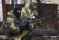 Podivné příměří na Ukrajině: Neustávající přestřelky, útočící tanky