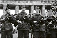 """Východní Němci: Jsme občané druhé kategorie. Nejlepší místa obsadili """"zápaďáci"""""""