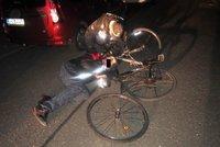 Strážníci »vyhmátli« na Chodově opilého cyklistu: Spadl z kola přímo před nimi