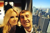 Babišova cesta do New Yorku: Selfie s Monikou před letadlem