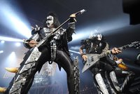 Dvě rockové legendy se rozparádily: ZZ Top a »kissákům« aplaudovaly v Edenu davy
