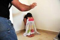 Dívka (16) kvůli rodičům trpěla a chtěla do ústavu: Sociální pracovnice jí nepomohla