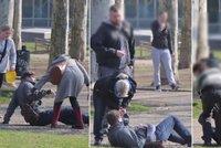 Muž na ulici měl hypoglykemický záchvat: Lidé se nebáli mu pomoci