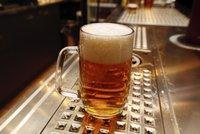 """Nahradí """"dvanáctku"""" plné pivo? Ministerstvo zvažuje nové značení zlatého moku"""