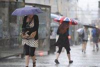 Na Česko se žene vydatný déšť. Hrozí povodně, sledujte radar