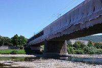 Extrémní sucho v Česku: Hrozí splašková havárie, v řekách chybí až 85 procent vody