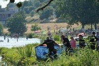 Alkohol a koupaní způsobilo tragédii na pražském koupališti: Z vody vytáhli mrtvého muže