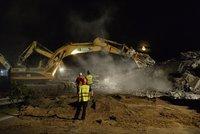 Stroje se v noci zakously do mostu na D1, dálnice už je otevřená