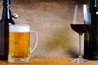 Začít pivem, nebo vínem? Studie: Kocovina bude stejná a zvrací každý desátý