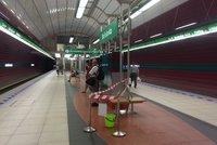 Do stanice metra Bořislavka prosákla voda. Doprava je omezená