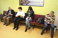 Třetina Čechů má potíže s placením za léky a péči. Na zdravotnictví ale moc nereptáme