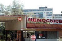 Zaměstnance Nemocnice Znojmo postihla epidemie. Stovka z nich se otrávila jídlem
