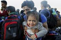 Na břehu bez známek života. Pětiletá syrská holčička nepřežila převržení člunu