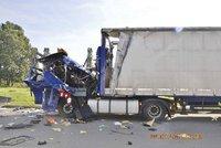 V kabině kamionu vybuchla propanbutanová láhev: Řidič vyvázl s popáleninami