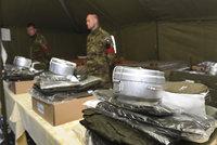 Trénink na nával imigrantů. Vojáci hbitě postavili tábor i se třemi jídelnami