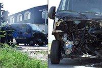 Vlak dodávce odpáral motor: Řidič prý mezinárodní rychlík přehlédl