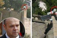 Krejčířovu vilu rozkrádají zloději! Ztratily se kamery i střechy